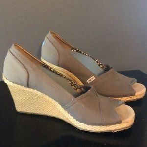 Gray Toms wedge